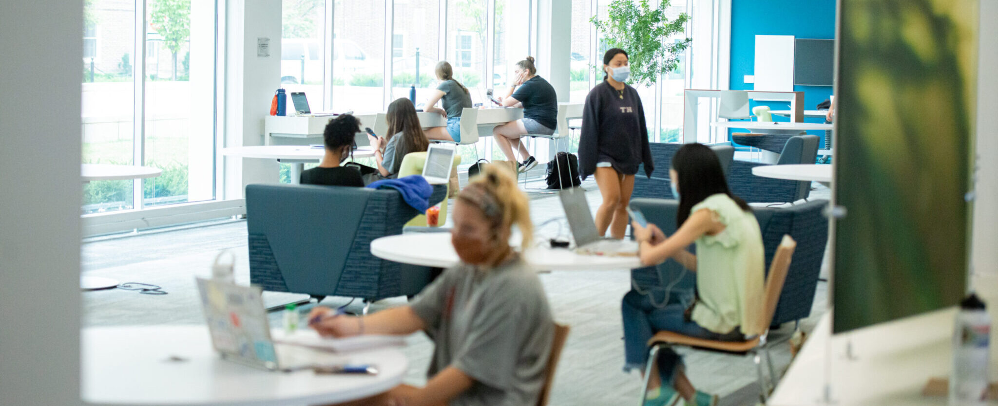 Students wearing masks in a study lounge